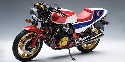 AUTOart: 1983 Honda CB1100R - White w/ Red & Blue Stripes (06011) in 1:6 scale