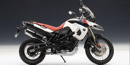 AUTOart: BMW F800GS 30th Anniversary Edition - White Body w/ Red Seat (10008) in 1:10 scale