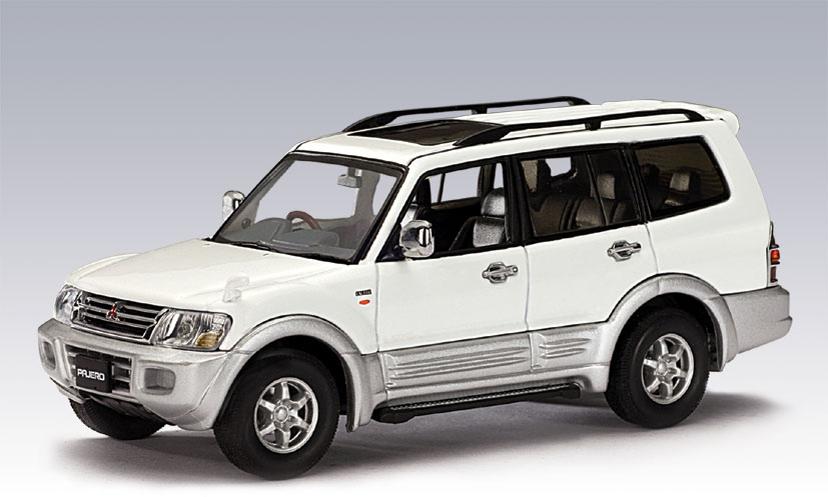 AUTOart: 1999 Mitsubishi Pajero LWB - White (57103) in 1:43 scale - mDiecast