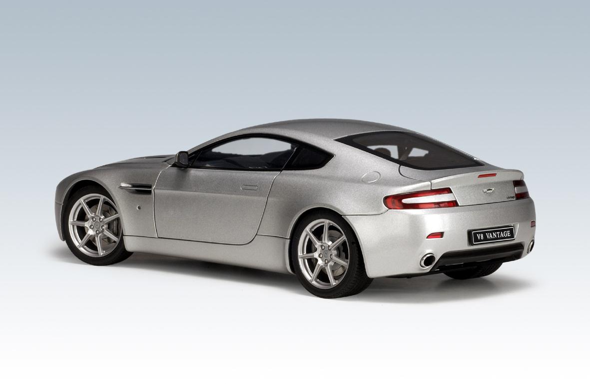 Autoart aston martin v8 vantage titanium silver 70201 in 1 18 scale mdiecast