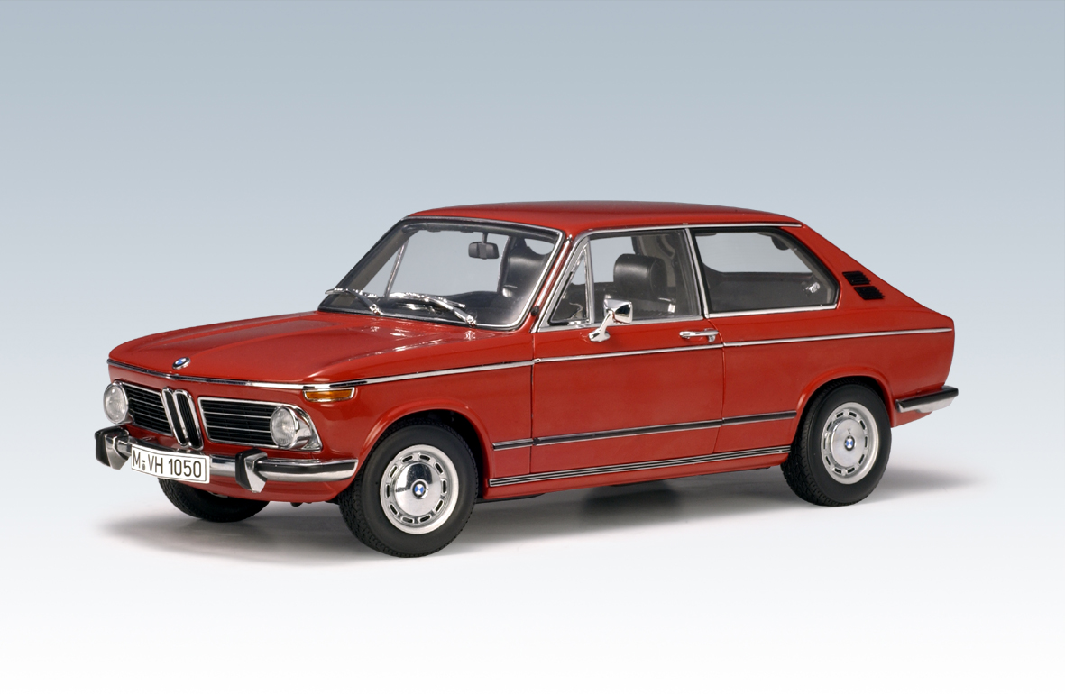 List Of Cars >> AUTOart: BMW 2000 Touring - Granadared (70683) in 1:18 ...