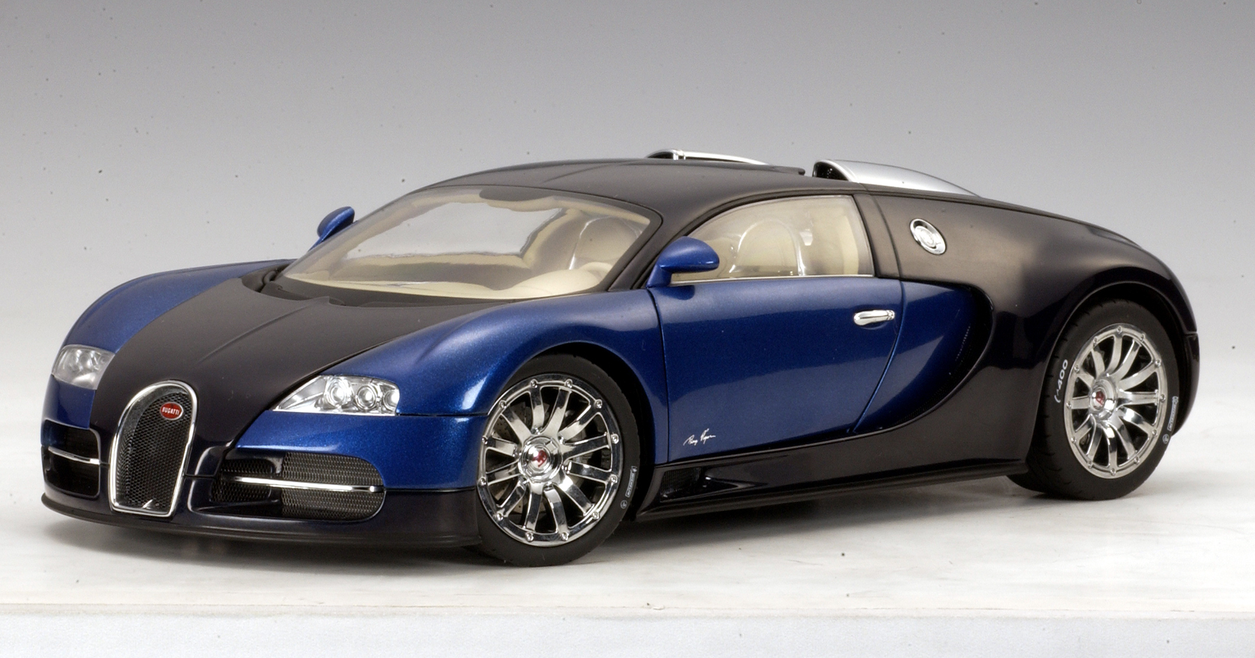 autoart bugatti eb 16 4 veyron show car black blue metallic 70903 in 1 18 scale mdiecast. Black Bedroom Furniture Sets. Home Design Ideas