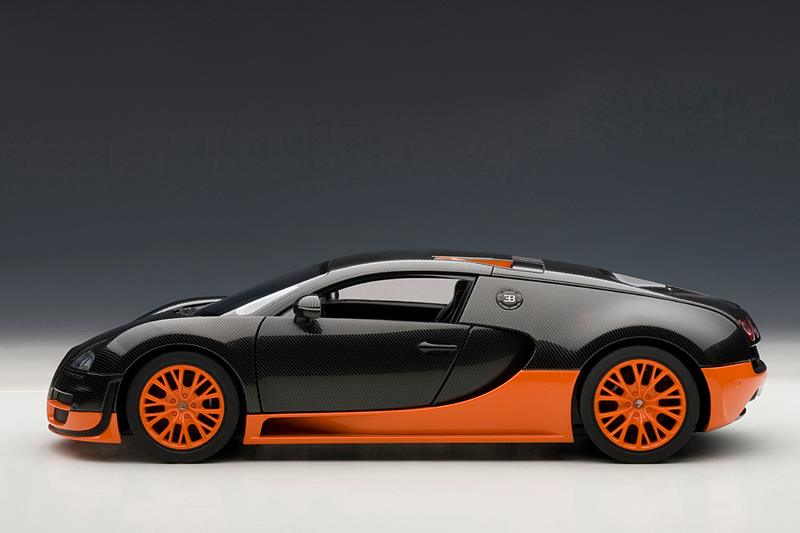 AUTOart: Bugatti Veyron Super Sport - Carbon Black w/ Orange Side Skirts (70936) in 1:18 scale
