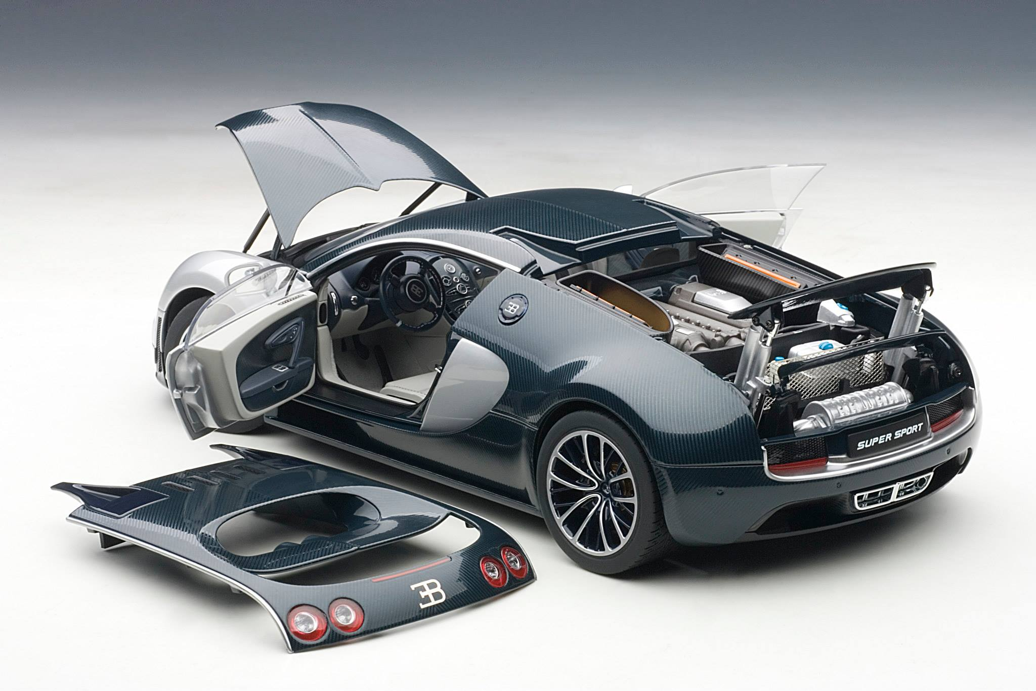 AUTOart: Bugatti Veyron Super Sport - Dark Blue w/ Silver White Doors (70939) in 1:18 scale
