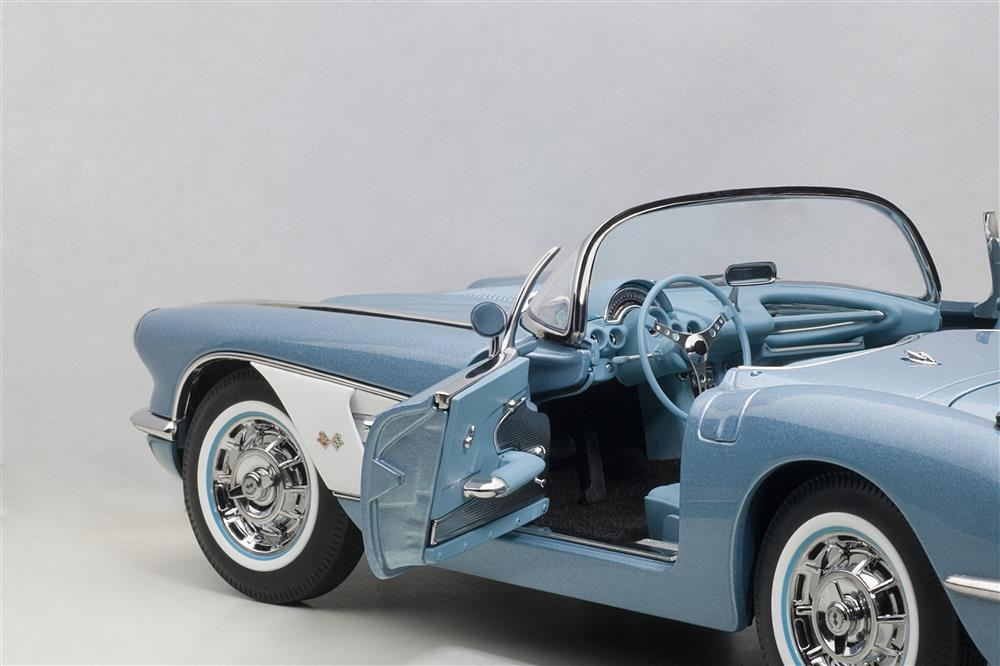 AUTOart: 1958 Chevrolet Corvette - Silver Blue (71146) in 1:18 scale