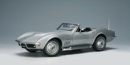 AUTOart: 1969 Chevrolet Corvette - Cortez Silver (71162) in 1:18 scale - mDiecast