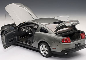 AUTOart: 2010 Ford Mustang GT - Sterling Silver Metallic (72911) in 1:18 scale