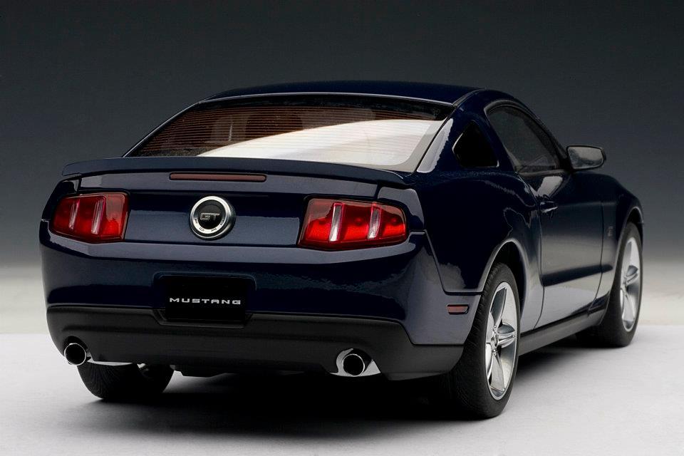 Autoart 2010 Ford Mustang Gt Kona Blue Metallic 72912