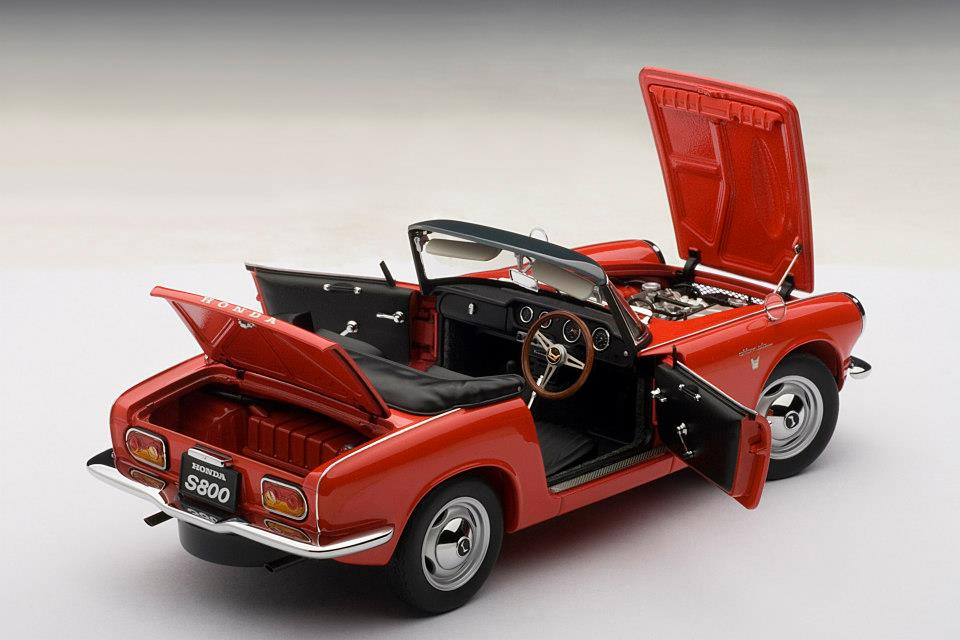 AUTOart: 1966 Honda S800 Roadster - Red (73276) in 1:18 scale