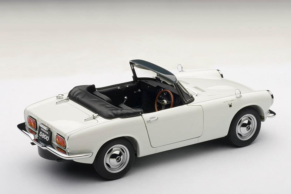 AUTOart: 1966 Honda S800 Roadster - White (73278) in 1:18 scale