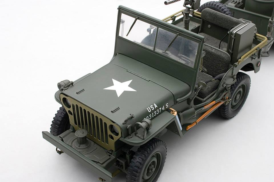 AUTOart: 1943 Jeep Willys - Army Green w/ Trailer/Accessories Included (74016) im 1:18 maßstab