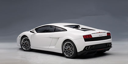 AUTOart: Lamborghini Gallardo LP560-4 - Monocerus/Metallic White (74587) in 1:18 scale