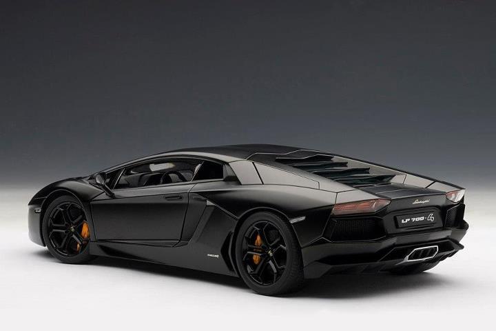 2018 Lamborghini Black >> AUTOart: Lamborghini Aventador LP700-4 - Nero Nemesis / Matt Black (74661) in 1:18 scale - mDiecast