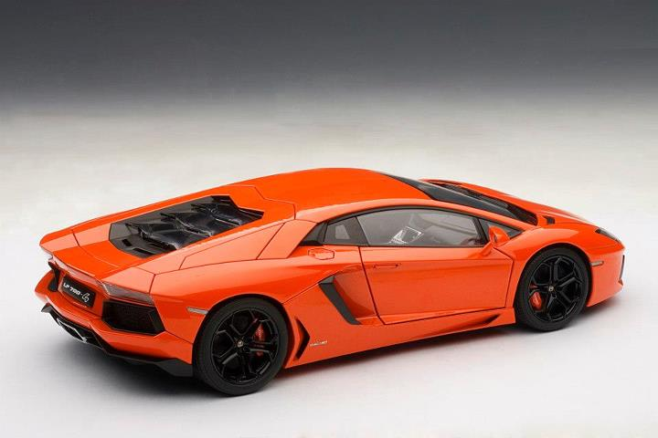 AUTOart: Lamborghini Aventador LP700-4 - Arancio Argos / Metallic Orange (74665) in 1:18 scale