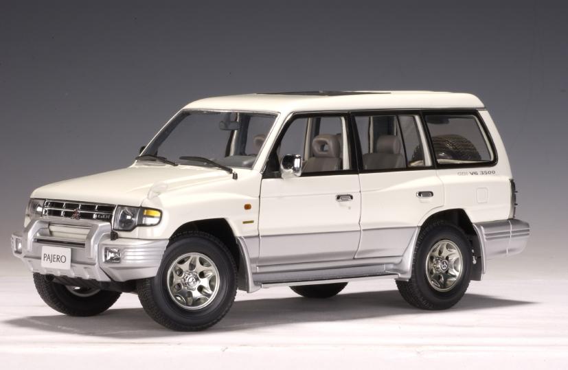 AUTOart: 1998 Mitsubishi Pajero LWB (RHD) - White (77105 ...