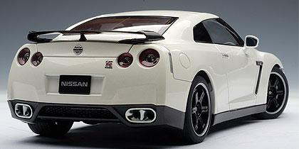 ... AUTOart: Nissan GT R (R35) Spec V   Brilliant White Pearl ...