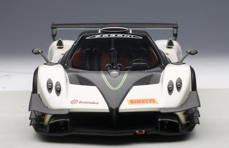 AUTOart: Pagani Zonda R EVO - Carbon Fiber / White (78271) in 1:18