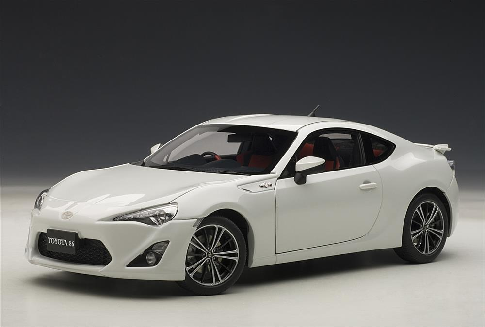AUTOart: Toyota GT86 Asian Version (RHD) - White Pearl (78773) in 1:18 scale