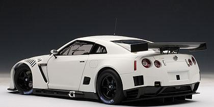 Autoart 2010 Nissan Gt R Gt1 Fia Gt Matt White 81076
