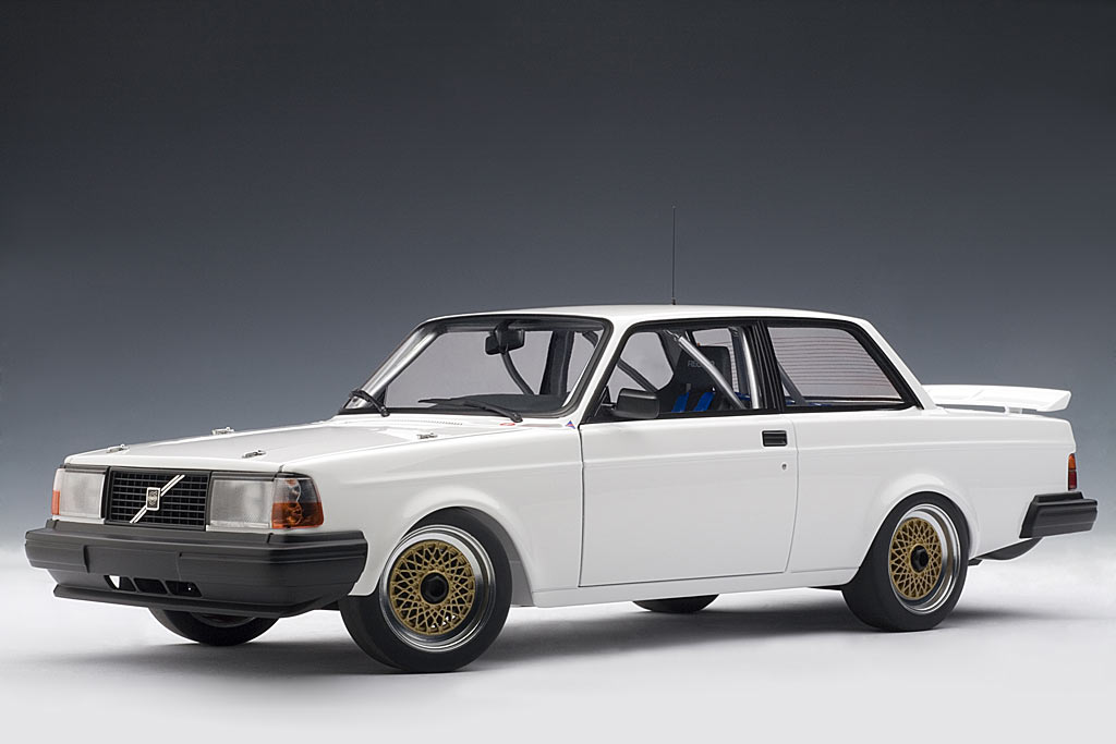 List Of Cars >> AUTOart: Volvo 240 Turbo Plain Body Version - White (88690 ...