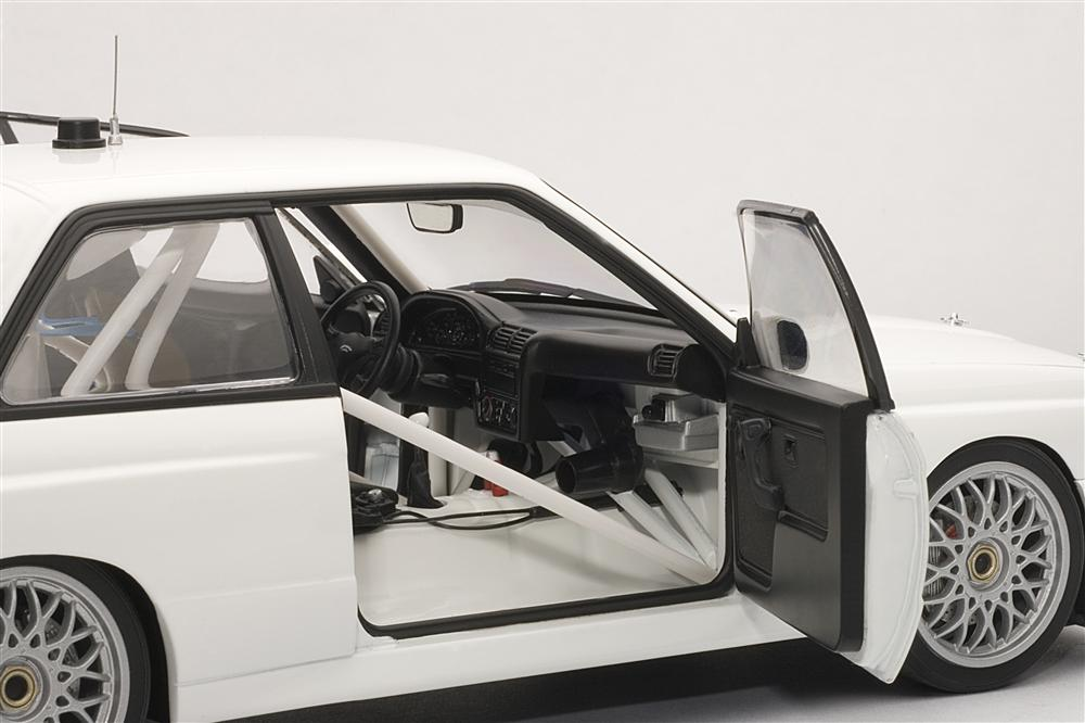 AUTOart: BMW M3 (E30) DTM Plain Body Version - White (89045) in 1:18 scale
