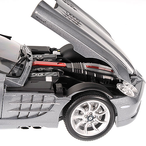 Minichamps: 2007 Mercedes-Benz SLR- McLaren Roadster - Grey Metallic (100 037131) в 1:18 масштабе