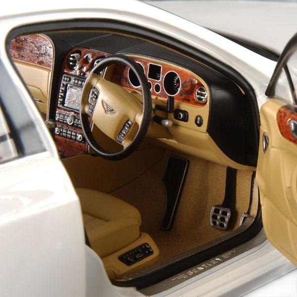 Minichamps: 2005 Bentley Continental Flying Spur