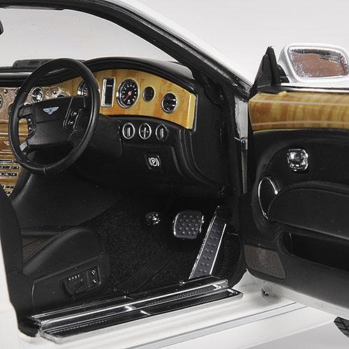 Minichamps: 2008 Bentley Brooklands Coupe