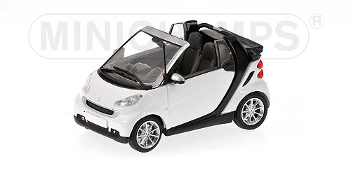 Minichamps: 2007 Smart Fortwo Cabriolet - White/Black (400 036331) в 1:43 масштабе