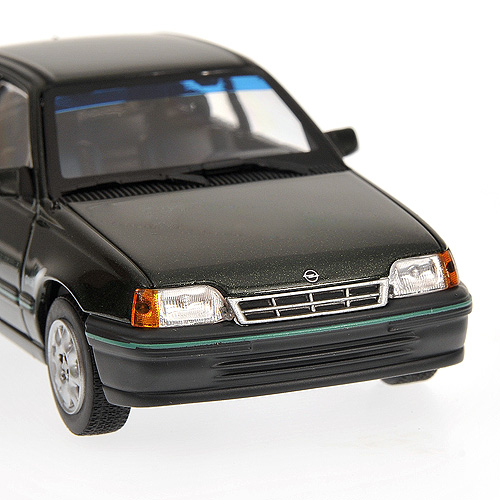 minichamps 1984 opel kadett green 400 045900 in 1 43 scale mdiecast. Black Bedroom Furniture Sets. Home Design Ideas