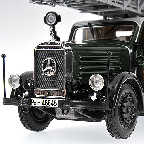 minichamps 1940 mercedes benz lod3750 dl26 fire protection police koln 439 035371 in 1 43. Black Bedroom Furniture Sets. Home Design Ideas