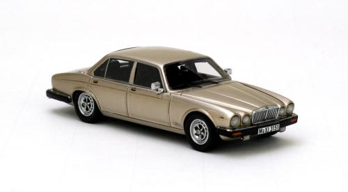 neo scale models 1986 jaguar xj serie iii gold 43151 in 1 43 scale mdiecast. Black Bedroom Furniture Sets. Home Design Ideas