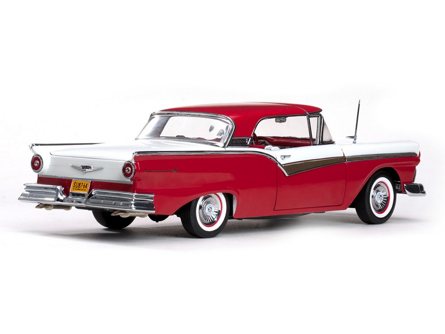 Sun Star: 1957 Ford Fairlane Skyliner - Flame Red (1331) in 1:18 scale