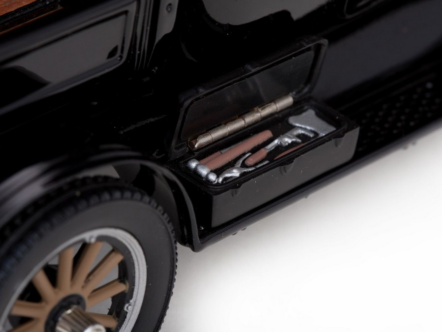 Sun Star: 1925 Ford Model T Pick Up Soft Top - Black (1860) in 1:24 scale