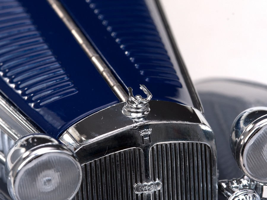 Sun Star: 1939 Horch 855 Special Roadster - Silver Grey and Dark Blue (2403) in 1:18 scale