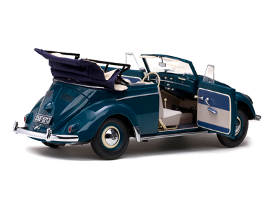 Sun Star: 1958 Volkswagen Beetle Kafer Cabriolet - Atlas Blue (5213) in 1:12 scale