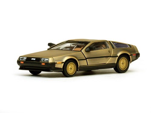 vitesse de lorean dmc 13 coupe stainless steel gold edition 24001 in 1 43 scale mdiecast. Black Bedroom Furniture Sets. Home Design Ideas