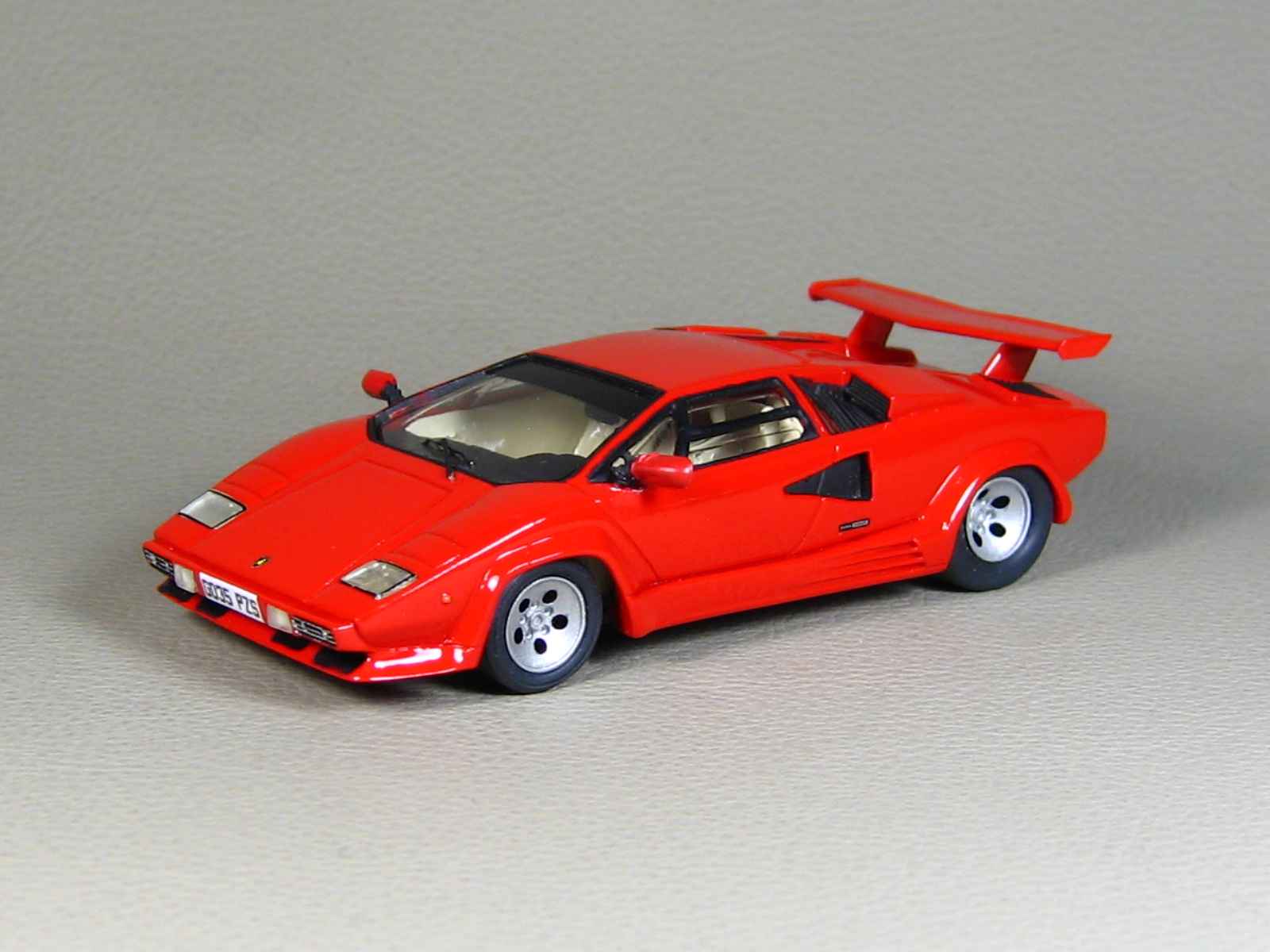starter lamborghini countach lp500 red in 1 43 scale mdiecast. Black Bedroom Furniture Sets. Home Design Ideas