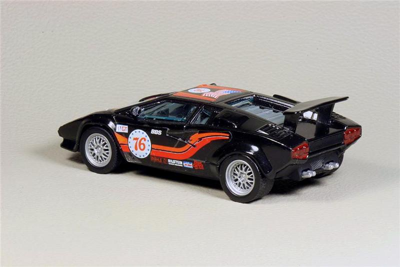 bburago lamborghini countach 5000 in 1 43 scale mdiecast. Black Bedroom Furniture Sets. Home Design Ideas