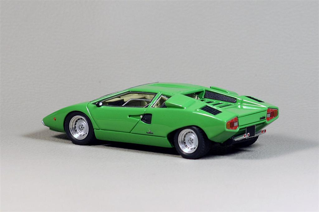 looksmart lamborghini countach 1st version in 1 43 scale mdiecast. Black Bedroom Furniture Sets. Home Design Ideas
