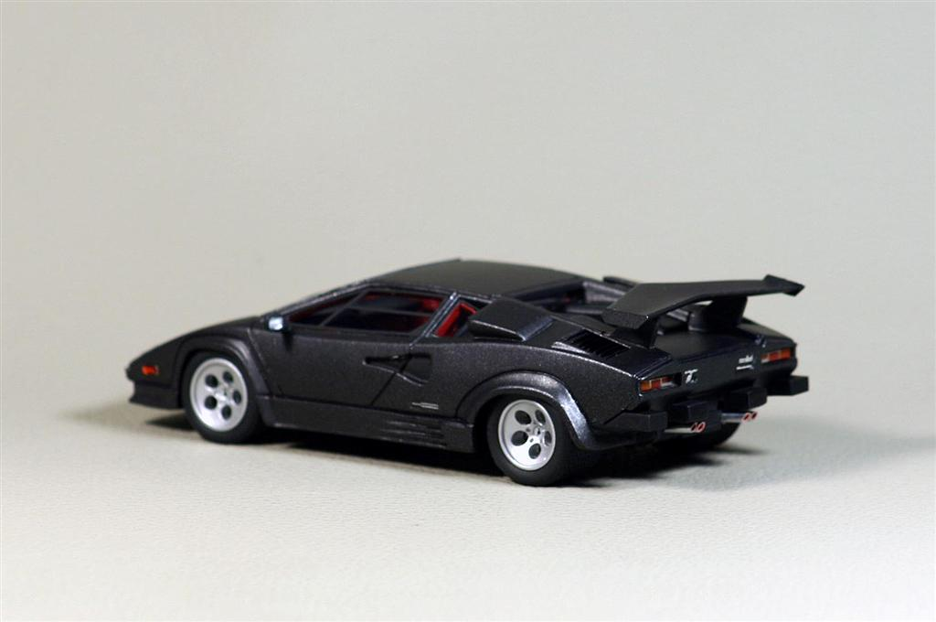 looksmart lamborghini countach 4 valvole american version in 1 43 scale mdiecast. Black Bedroom Furniture Sets. Home Design Ideas