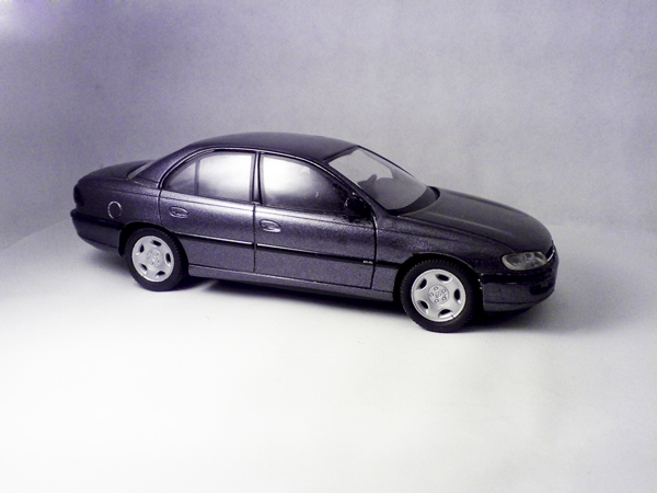 schuco opel omega b silver metallic 4021 in 1 43 scale mdiecast. Black Bedroom Furniture Sets. Home Design Ideas
