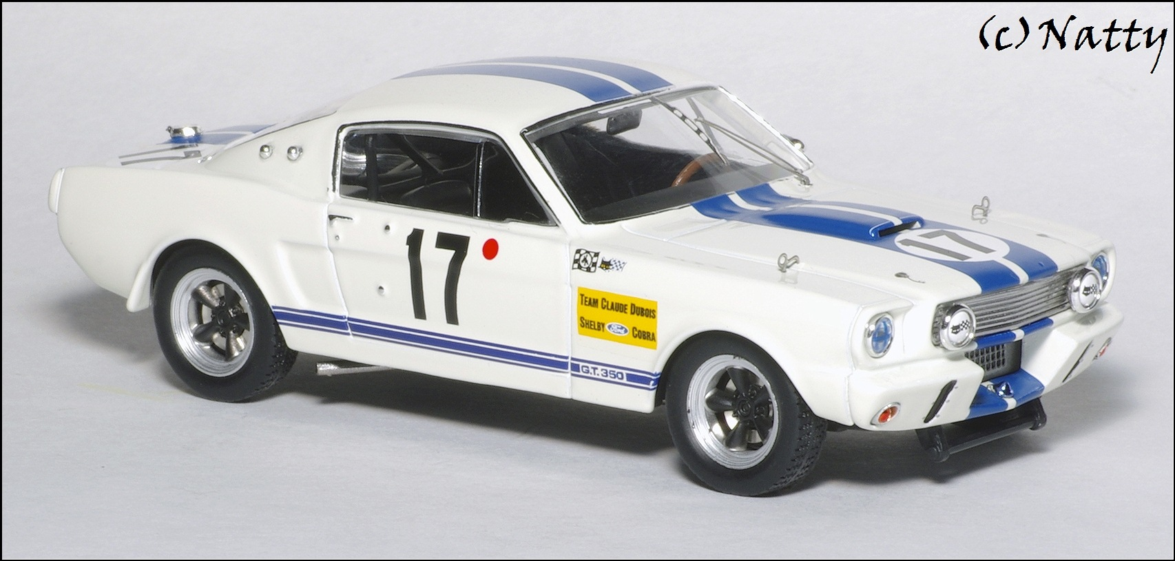 ixo 1967 ford mustang shelby gt 350r le mans white lmc132 in 1 43 scale mdiecast. Black Bedroom Furniture Sets. Home Design Ideas