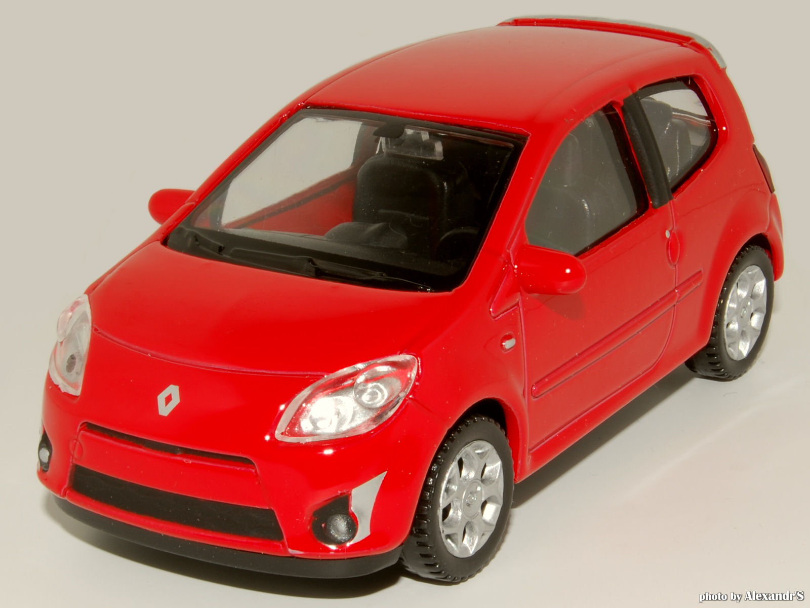 welly 2008 renault twingo ii gt red 44005 in 1 43 scale mdiecast. Black Bedroom Furniture Sets. Home Design Ideas