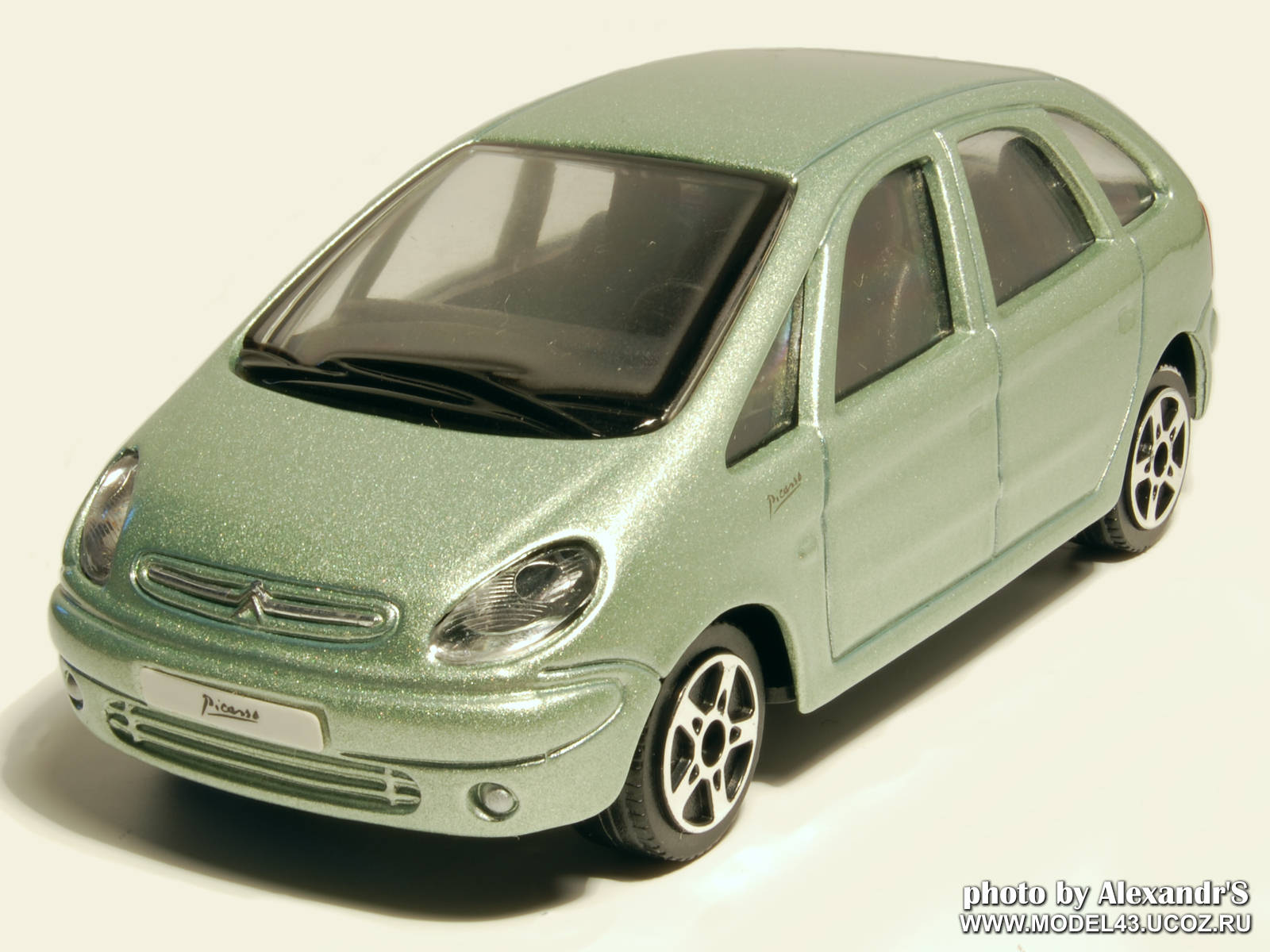 maisto 1999 citroen xsara picasso green metallic in 1. Black Bedroom Furniture Sets. Home Design Ideas