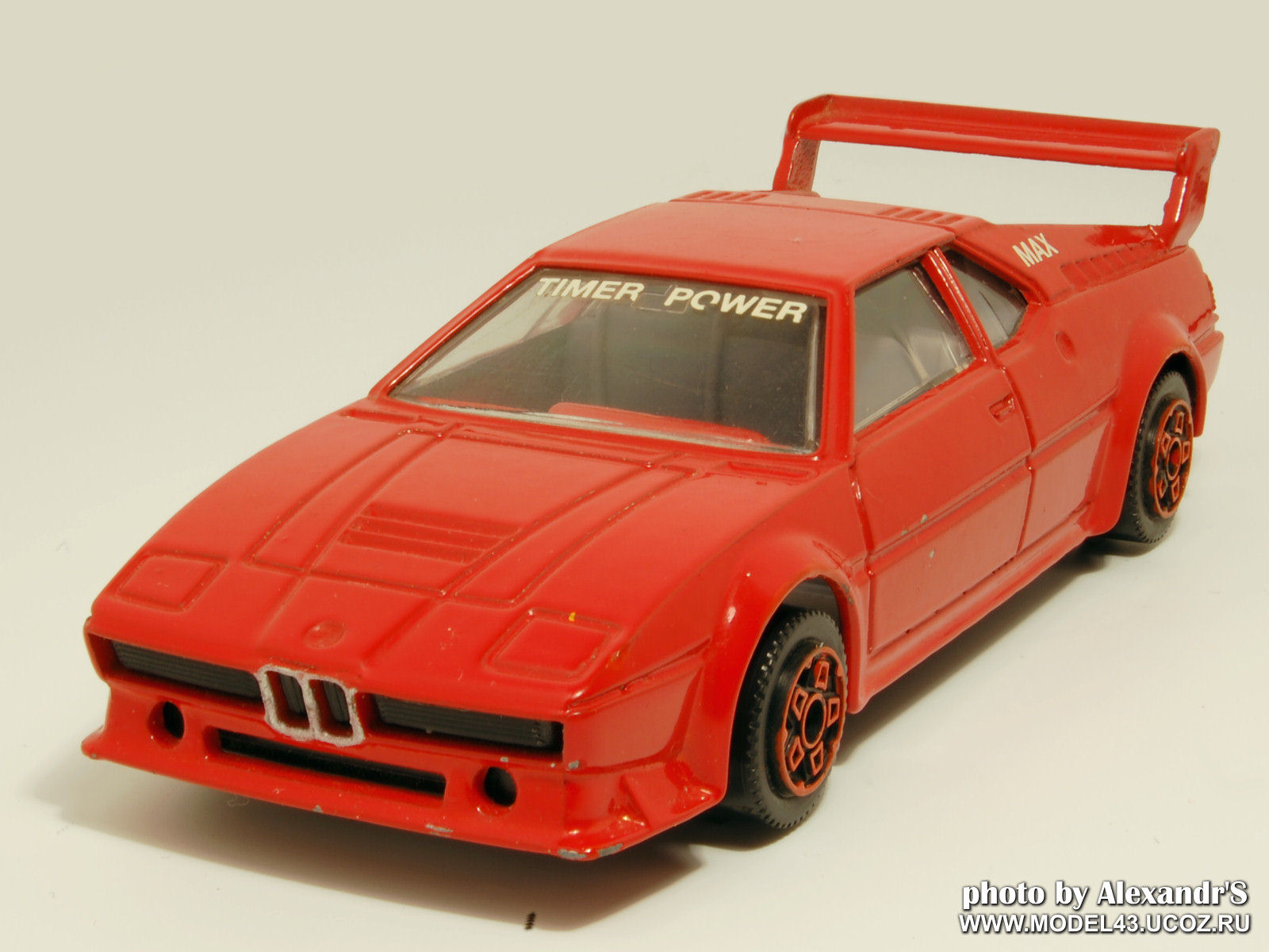 Bburago: 1979 BMW M1 E26 - Red in 1:42 scale