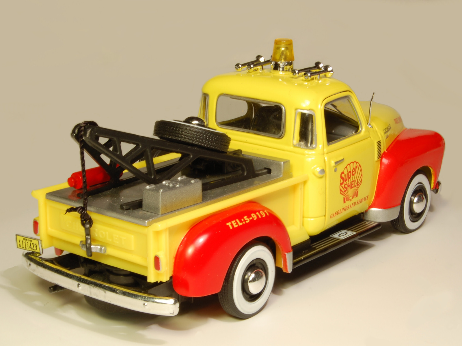 Cararama: 1951 Chevrolet 3100 Towing Pickup - Yellow/Red in 1:43 scale