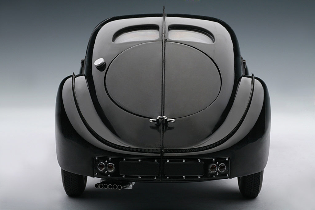 AUTOart: 1938 Bugatti 57SC Atlantic - Black w/ Disc Wheels (70941) in 1:18 scale . Picture provided by Alex, 2010-02-02 23:41:37