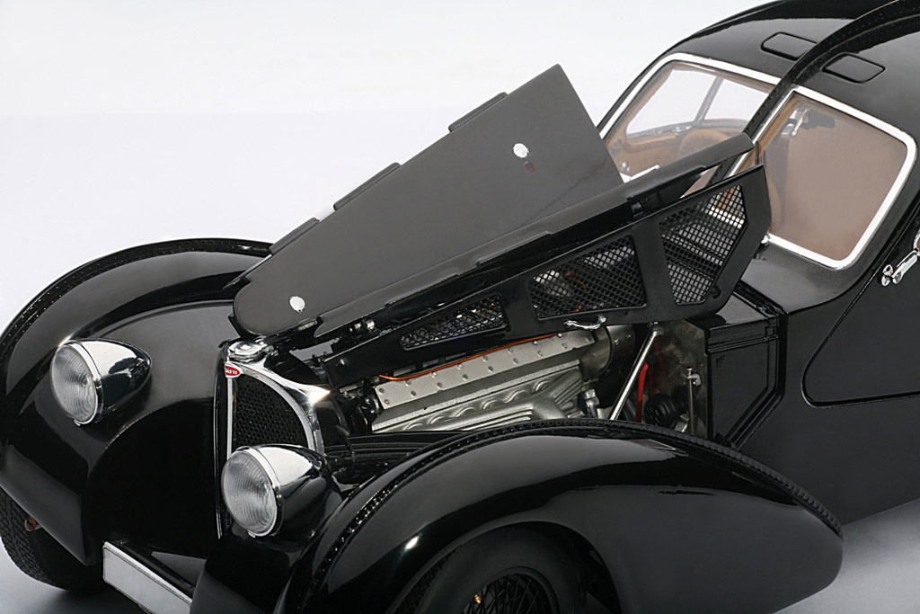 AUTOart: 1938 Bugatti 57SC Atlantic - Black w/ Disc Wheels (70941) im 1:18 maßstab . Picture provided by Alex, 2010-02-02 23:43:02