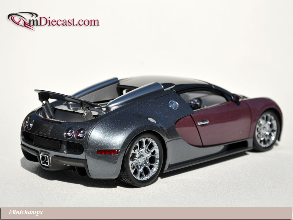 Minichamps: 2010 Bugatti Veyron Grand Sport - Graphite/Grey (100 110830) in 1:18 scale . Picture provided by Alex, 2010-10-05 13:24:32